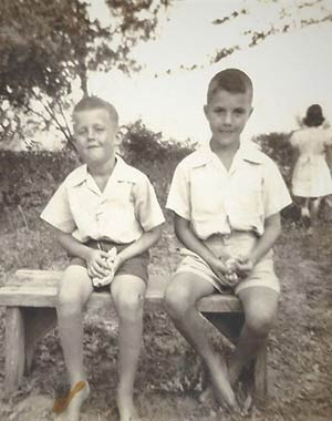 Roy Hills, left, with his brother, Peter.